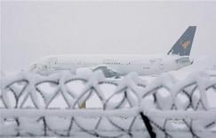 <p>Un aeroplano all'aeroporto di Linate lo scorso 7 gennaio. REUTERS/Stefano Rellandini</p>