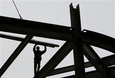 <p>A construction worker balances on a steel beam at 8th Avenue and 42nd Street in New York in this April 21, 2008 file photo. REUTERS/Shannon Stapleton</p>