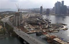 """<p>Singapore, una vista aera dell'area in cui verrà realizzato il """"Marina Bay Sands Resort and Casino"""". REUTERS/Tim Chong</p>"""