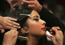 <p>Model Janica De Guzman gets her hair and makeup done backstage at the Oscars Designer Challenge at the Academy of Motion Picture Arts and Sciences in Beverly Hills, California February 10, 2009. REUTERS/Jason Redmond</p>