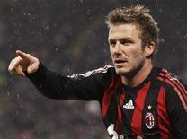<p>David Beckham con la maglia del Milan il 7 febbraio scorso contro la Reggina allo stadio San Siro di Milano. REUTERS/Alessandro Garofalo</p>