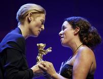 <p>Actress and Jury President Tilda Swinton (L) presents the Golden Bear award for Best Film to director Claudia Llosa during the awards ceremony at the 59th Berlinale International Film Festival in Berlin February 14, 2009. REUTERS/Johannes Eisele</p>