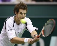 <p>O britânico Andy Murray bateu o número um do mundo, Rafael Nadal, por dois sets a um, com parciais de 6-3, 4-6 e 6-0, numa final decepcionante do Torneio Mundial Indoor neste domingo. REUTERS/Paul Vreeker (NETHERLANDS)</p>