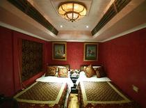 "<p>The deluxe ""Lalgarh Palace"" suite of the new luxury train Royal Rajasthan on Wheels (RROW) is seen on the outskirts of Jaisalmer in the desert Indian state of Rajasthan in this January 13, 2009 file photo.REUTERS/Vijay Mathur/Files</p>"