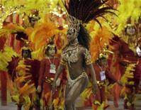 <p>Rayssa Oliveira, drum queen of the Beija-Flor samba school, dances on the second night of parades by the top samba groups in Rio de Janeiro's Sambadrome February 5, 2008. REUTERS/Sergio Moraes</p>