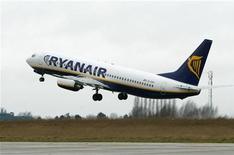 <p>Un volo Ryanair al decollo. REUTERS/Yves Herman/Files</p>