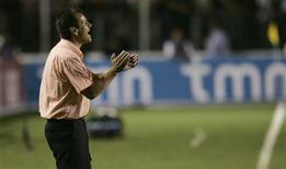 <p>O técnico Dunga indicou nesta quinta-feira que as portas da seleção brasileira podem se reabrir para o atacante Ronaldo, que marcou dois gols em três partidas pelo Corinthians. REUTERS/Bruno Domingos (BRASIL)</p>