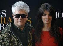 "<p>Spanish director Pedro Almodovar (L) poses with actress Penelope Cruz during a photocall for his new movie ""Los Abrazos Rotos"" (Broken Embraces) in Madrid, in this file photo from March 13, 2009. REUTERS/Sergio Perez</p>"