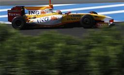 <p>Piloto da Renault Fernando Alonso, da Espanha, durante teste da Fórmula 1 em Jerez. 16/03/2009. REUTERS/Marcelo del Pozo</p>