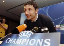 """<p>Игрок """"Баварии"""" Марк Ван Боммель на пресс-конференции перед тренировкой в Лиссабоне 24 февраля 2009 года. Капитан """"Баварии"""" Марк ван Боммел согласился продлить контракт с клубом на один год, заявил в четверг менеджер мюнхенцев Ули Хенесс. REUTERS/Nacho Doce</p>"""