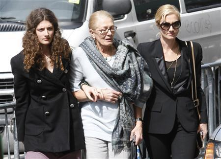 Liam Neeson and family hold NY wake for Richardson | Reuters com