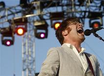 <p>Lead singer Colin Meloy performs with The Decemberists at the Coachella Music Festival in Indio, California April 28, 2007. REUTERS/Mario Anzuoni</p>