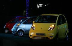 <p>La Tata Motors 'Nano'. REUTERS/Punit Paranjpe</p>
