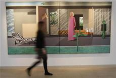 """<p>A Christie's employee walks past David Hockney's """"Beverly Hills Housewife"""" in central London, March 23, 2009. REUTERS/Andrew Winning</p>"""