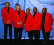 <p>Imagen de archivo de la banda Funk Brothers en Los Angeles: Rob Babbitt, Joe Hunter, Uriel Jones, Eddie Willis y Jack Ashford, 4 abr 2004. El baterista del sello Motown Uriel Jones, cuyo ritmo funk impulsó melodías clásicas de The Temptations y Marvin Gaye, falleció el martes a los 74 años en un hospital de Michigan, luego de sufrir complicaciones producto de un ataque cardíaco, dijo un miembro de su familia. REUTERS/Gene Blevins/Archivo</p>