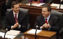 <p>Ontario Finance Minister Dwight Duncan (R) and Ontario Premier Dalton McGuinty sit before Duncan delivers the provincial budget at Queens Park in Toronto, March 26, 2009. REUTERS/Mark Blinch</p>