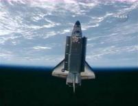 <p>Imagem da NASA TV exibindo o ônibus espacial Discovery, em missão no espaço há 13 dias. REUTERS/NASA TV</p>