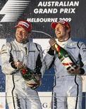 <p>Pilotos da Brawn GP Button e Barrichello comemoram dobradinha no GP da Austrália de F1. 29/03/2009. REUTERS/Mick Tsikas</p>