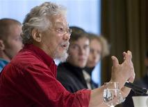 <p>Environmentalist David Suzuki discusses a report his foundation put out on sport and climate change during a news conference in Vancouver, British Columbia March 30, 2009. REUTERS/Andy Clark</p>