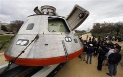 <p>Un modello in scala reale della navicella spaziale Orion in mostra al National Mall di Washington. REUTERS/Kevin Lamarque (UNITED STATES SCI TECH)</p>