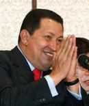 """<p>El presidente venezolano, Hugo Chávez, en una ceremonia en Tokio, 6 abr 2009. El Gobierno venezolano abrió varios flancos de batalla política y legal contra la oposición, en un avance clave en el imparable plan del presidente Hugo Chávez para llevar su """"revolución socialista"""" a un punto de no retorno. REUTERS/Kim Kyung-Hoon</p>"""