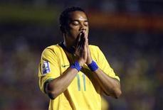 <p>Robinho durante partida do Brasil contra o Peru, em Porto Alegre, nas eliminatórias da Copa do Mundo de 2010. 01/04/2009 REUTERS/Edison Vara</p>