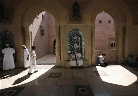 Muslims attend Friday prayers at Sultan Qaboos grand mosque in Muscat October 26, 2007. REUTERS/Ahmed