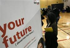 <p>A woman talks to recruiters at a Verizon booth during a career fair in Brooklyn, New York April 3, 2009. REUTERS/Brendan McDermid</p>