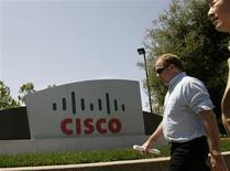 <p>A fabricante de equipamento para redes Cisco Systems anunciou nesta quinta-feira que planeja adquirir a Tidal Software, uma empresa de capital fechado, por cerca de 105 milhões de dólares em dinheiro e incentivos, a fim de reforçar sua linha de produtos e serviços para centrais de processamento de dados.</p>
