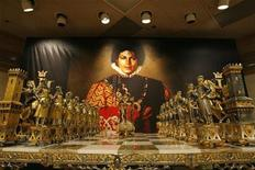 <p>Michael Jackson's marble and parcel-gilt chess set is displayed in Beverly Hills, California April 13, 2009. REUTERS/Mario Anzuoni</p>
