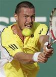 <p>Россиянин Марат Сафин в матче Monte Carlo Masters против австралийца Ллейтона Хьюитта в Монако 14 апреля 2009 года. Россиянин Марат Сафин вышел во второй круг теннисного турнира Monte Carlo Masters. REUTERS/Sebastien Nogier</p>