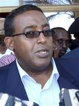 <p>Премьер-министр Сомали Омар Абдирашид Али Шармарке общается с прессой в Могадишо 26 января 2009 года. Премьер-министр Сомали Омар Абдирашид Али Шармарке назвал безуспешным патрулирование международными военными судами сомалийских прибрежных вод и осудил компании, соглашающиеся выплачивать выкуп пиратам. REUTERS/Mowlid Abdi</p>