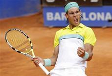 <p>Espanhol Rafael Nadal comemora sua vitória contra o russo Nikolay Davydenko para assegurar vaga na final do Aberto de Barcelona. REUTERS/Albert Gea</p>