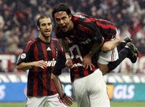 <p>Jogadores do Milan comemoram gol na vitória de 3 x 0 sobre o Palermo, assumindo a segunda colocação do Campeonato Italiano. REUTERS/Alessandro Garofalo</p>