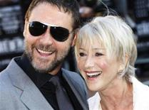 """<p>New Zealand actor Russell Crowe and British actress Helen Mirren pose for photographers as they arrive for the world premiere of """"State of Play"""" in Leicester Square in London April 21, 2009. REUTERS/Stephen Hird</p>"""