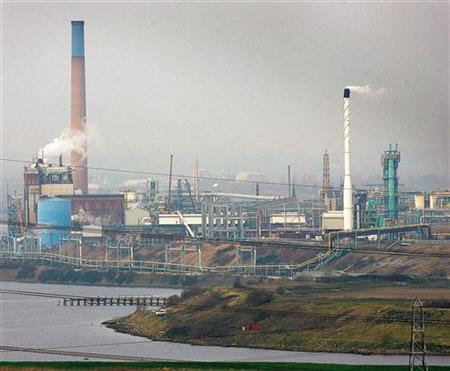 A view across to a chemical plant rear Runcorn, northern England, in this file photo from December 8, 2004. REUTERS/Ian Hodgson IH/CRB