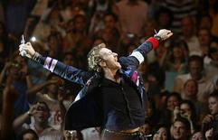 <p>Chris Martin dei Coldplay durante un concerto. REUTERS/Vivek Prakash</p>