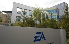 <p>L'éditeur de jeux vidéo Electronic Arts a enregistré lors du quatrième trimestre de son exercice, clos le 31 mars, une perte nette de à 42 millions de dollars (contre 94 millions de dollars un an plus tôt), un chiffre moins élevé qu'attendu. /Photo d'archives/REUTERS/Andy Clark</p>