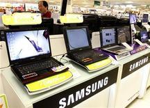 <p>Chip, per Samsung +10-15% in forniture Dram nel 2009. REUTERS/Lee Jae-Won</p>
