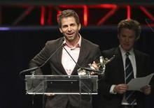 <p>Film director Zack Snyder holds his award for Director of the Year during the ShoWest Award show at the Paris Las Vegas resort in Las Vegas, Nevada April 2, 2009. REUTERS/Steve Marcus</p>