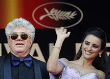 """<p>Director Pedro Almodovar and cast member Penelope Cruz arrive on the red carpet for the screening of the film """"Los Abrazos Rotos"""" at the 62nd Cannes Film Festival May 19, 2009. REUTERS/Regis Duvignau</p>"""
