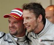 <p>Pilotos da Brawn GP de Fórmula 1 Jenson Button da Grã-Bretanha e o brasileiro Rubinho Barrichello em Monte Carlo. 24/05/2009. REUTERS/Robert Pratta</p>