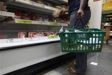 <p>Immagine d'archivio. To match feature TESCO/ Picture taken May 13, 2009. REUTERS/Danny Moloshok (UNITED STATES BUSINESS FOOD EMPLOYMENT)</p>