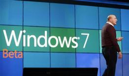 <p>Presidente da Microsoft, Steve Ballmer, em lançamento do Windows 7 em Las Vegas, este ano. O novo sistema operacional não poderá ser usado em netbooks acionados por chips ARM, anunciou a Microsoft, o que representa um revés para as esperanças da empresa britânica de se tornar participante importante do setor.</p>