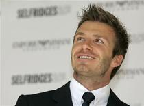 <p>England footballer David Beckham smiles at an event to promote the Emporio Armani men's underwear collection outside Selfridge's department store, in London June 11, 2009. REUTERS/Luke MacGregor</p>