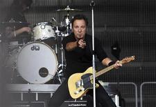 <p>U.S. singer Bruce Springsteen performs during a concert at Koengen in Bergen, western Norway, June 9, 2009. REUTERS/Marit Hommedal/Scanpix Norway</p>
