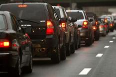 <p>Automobiles wait in a traffic jam on a New York City highway November 20, 2007. REUTERS/Mike Segar</p>