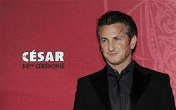<p>Actor Sean Penn arrives at the 34th French film Cesar Awards ceremony in Paris February 27, 2009. REUTERS/Gonzalo Fuentes</p>