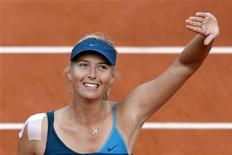 <p>Maria Sharapova of Russia celebrates after winning her match against Li Na of China at the French Open tennis tournament at Roland Garros in Paris May 31, 2009. REUTERS/Bogdan Cristel</p>