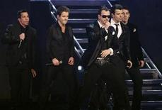 <p>The New kids on the Block, (L-R) Danny Wood, Joey McIntyre, Donnie Wahlberg, Jordan Knight and Jonathan Knight, perform at the 2008 American Music Awards in Los Angeles, November 23, 2008. REUTERS/Mario Anzuoni</p>